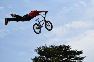 空飛ぶ危険な自転車